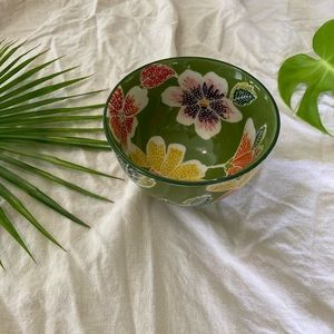 Ceramic bowl with botanical flowers